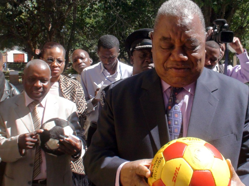 President Rupiah Banda with a DHL replica of The Ball